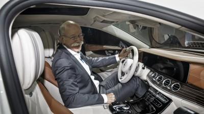 Dr. Dieter Zetsche, Vorstandsvorsitzender der Daimler AG und Leiter Mercedes-Benz Cars, bei der Weltpremiere der neuen E-Klasse Limousine auf dem Mercedes-Benz Neujahrsempfang 2016 in Detroit.Dr. Dieter Zetsche, Chairman of the Board of Management of Daimler AG and Head of Mercedes-Benz Cars, at the world premiere of the new E-Class saloon at the Mercedes-Benz New Year's Reception 2016 in Detroit.