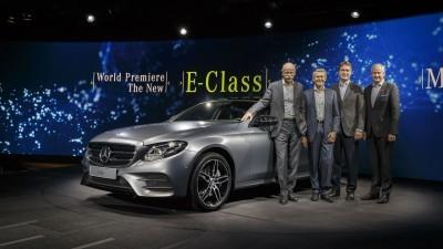 Weltpremiere der neuen Mercedes-Benz E-Klasse:Dr. Dieter Zetsche, Prof. Thomas Weber, Ola Källenius, Hubertus TroskaWorld Premiere of the new Mercedes-Benz E-Class:Dr. Dieter Zetsche, Prof. Thomas Weber, Ola Källenius, Hubertus Troska