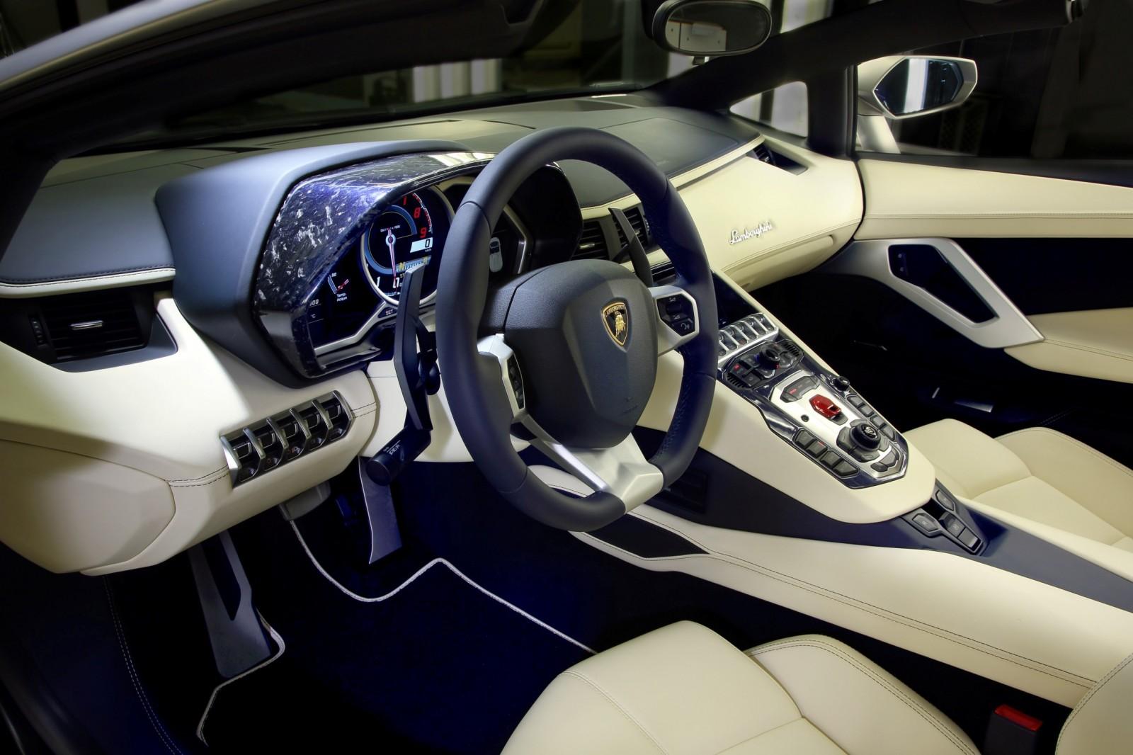 Aventador Roadster Ad Personam_3