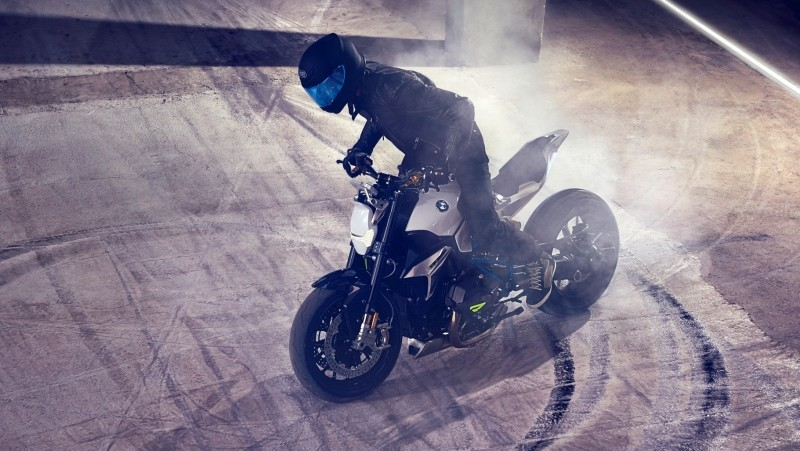 BMW Motorrad - Concept Roadster is Boxer Basics Motorcycle for Lake Cuomo 7