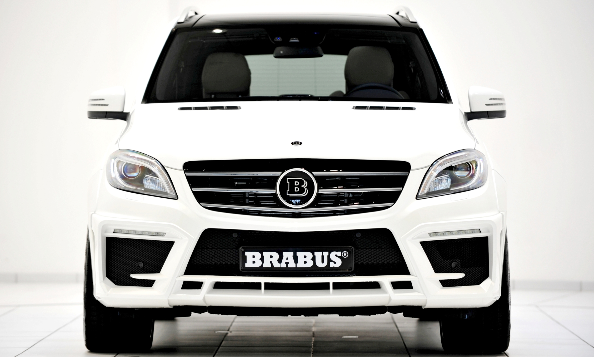 brabus ml class mercedes benz increases speed exclusivity. Black Bedroom Furniture Sets. Home Design Ideas