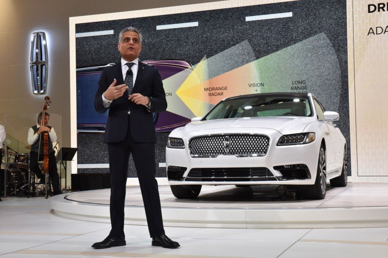 Detroit, January 12, 2016 -- Kumar Galhotra, Ford Motor Company Vice President and President, Lincoln, reveals the flagship of the Lincoln brand--the all-new Lincoln Continental at the North American International Auto Show. Beginning this fall, Continental offers first-class travel for clients in America and China, bringing warm, human touches and a contemporary design.