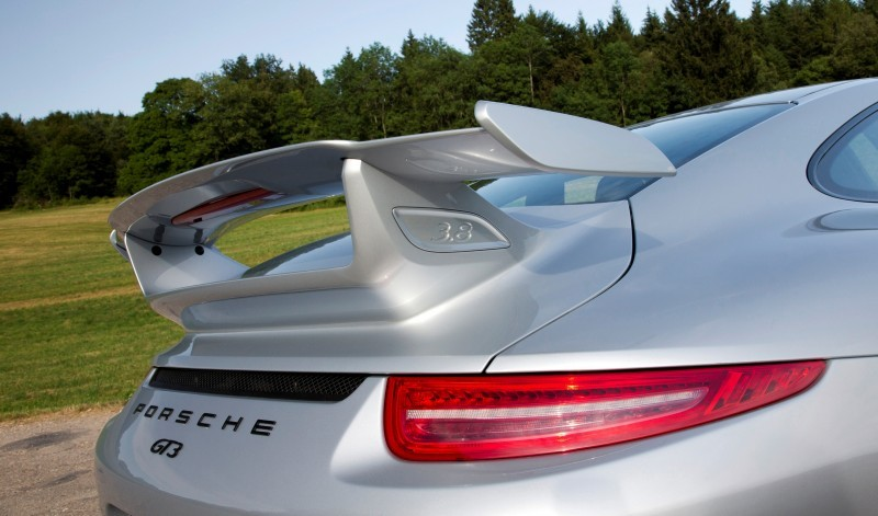 Car-Revs-Daily.com 2014 Porsche 911 GT3 is Race-Ready Street Car 4