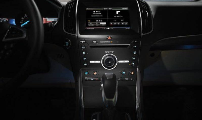 Car-Revs-Daily.com 2015 Ford Edge Sport and Titanium INTERIOR 27