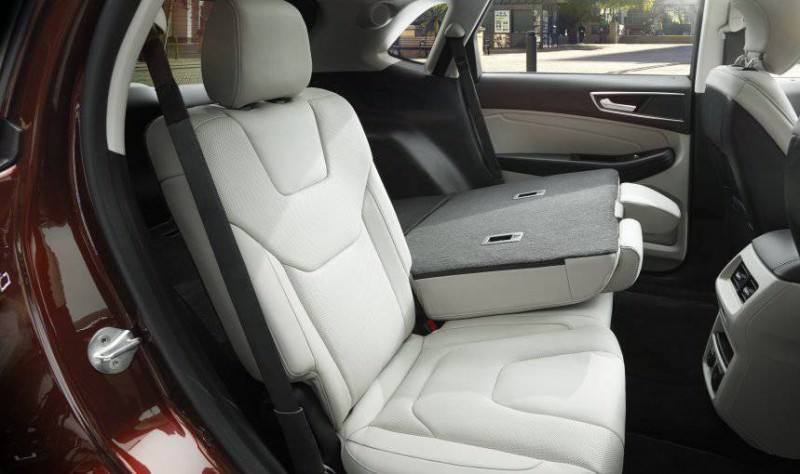 Car-Revs-Daily.com 2015 Ford Edge Sport and Titanium INTERIOR 28