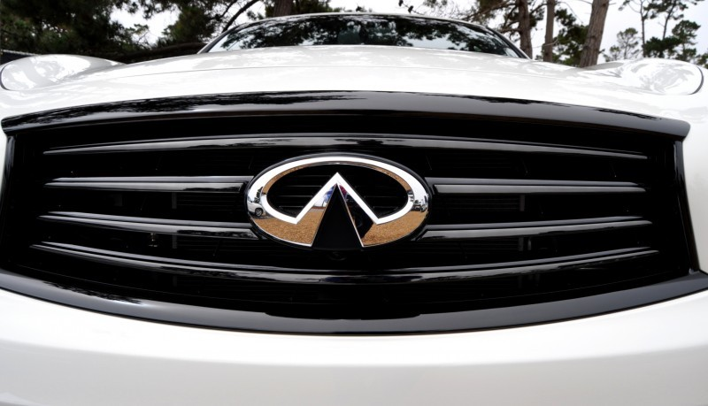 Car-Revs-Daily.com 2015 INFINITI QX70S 54