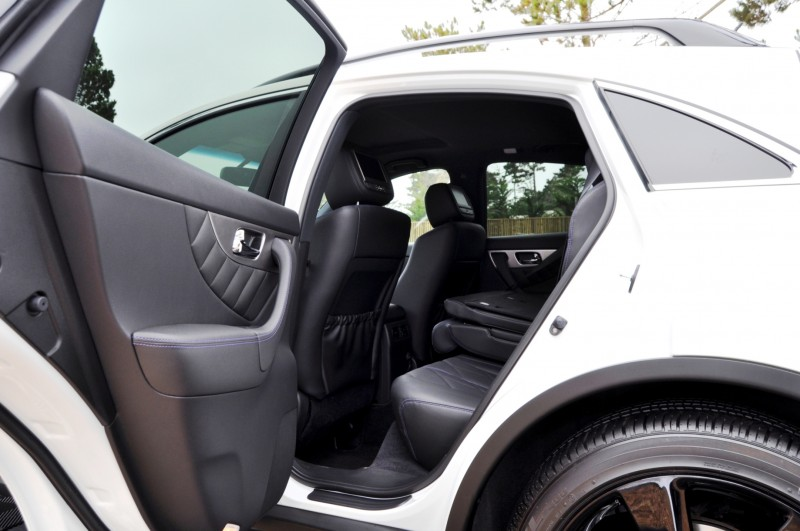 Car-Revs-Daily.com 2015 INFINITI QX70S 64