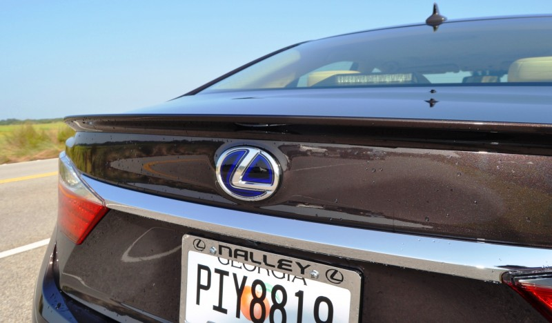 Car-Revs-Daily.com 2015 Lexus ES300h Review 15