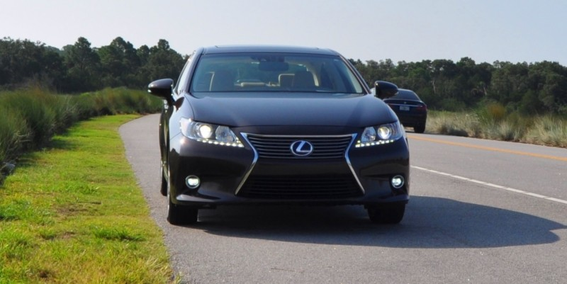 Car-Revs-Daily.com 2015 Lexus ES300h Review 17