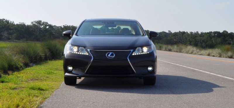 Car-Revs-Daily.com 2015 Lexus ES300h Review 21