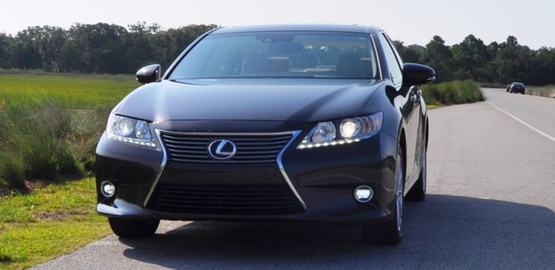 Car-Revs-Daily.com 2015 Lexus ES300h Review 24
