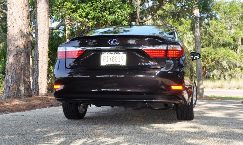 Car-Revs-Daily.com 2015 Lexus ES300h Review 44