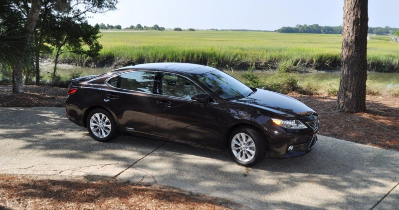 Car-Revs-Daily.com 2015 Lexus ES300h Review 46