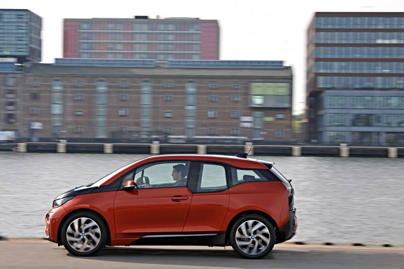 Car-Revs-Daily.com Mega Galleries - 2015 BMW i3 108