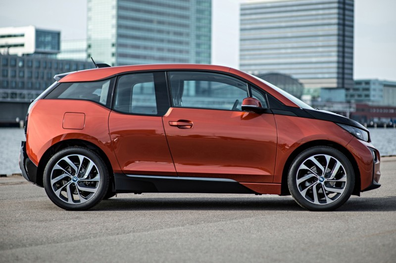 Car-Revs-Daily.com Mega Galleries - 2015 BMW i3 112