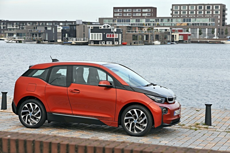 Car-Revs-Daily.com Mega Galleries - 2015 BMW i3 116