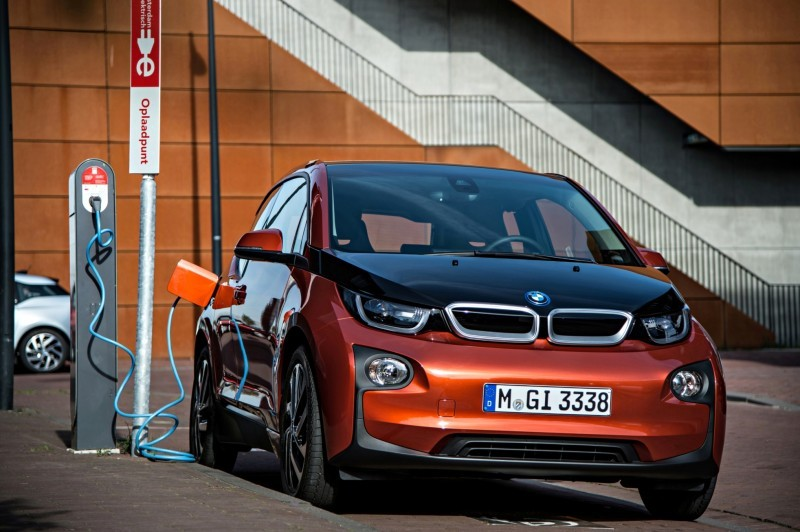 Car-Revs-Daily.com Mega Galleries - 2015 BMW i3 131