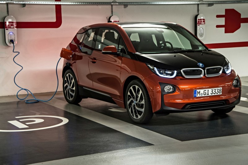 Car-Revs-Daily.com Mega Galleries - 2015 BMW i3 133