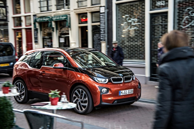 Car-Revs-Daily.com Mega Galleries - 2015 BMW i3 138