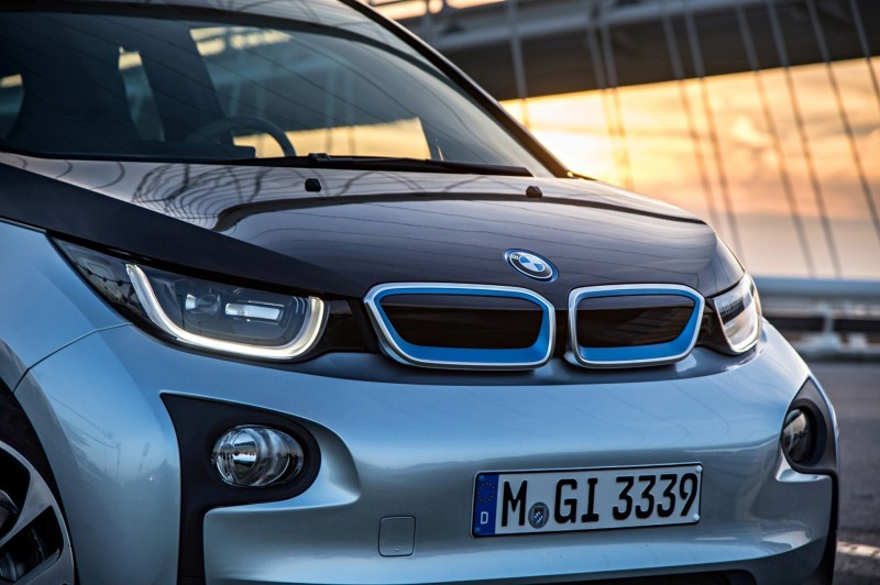 Car-Revs-Daily.com Mega Galleries - 2015 BMW i3 168