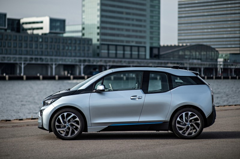 Car-Revs-Daily.com Mega Galleries - 2015 BMW i3 171