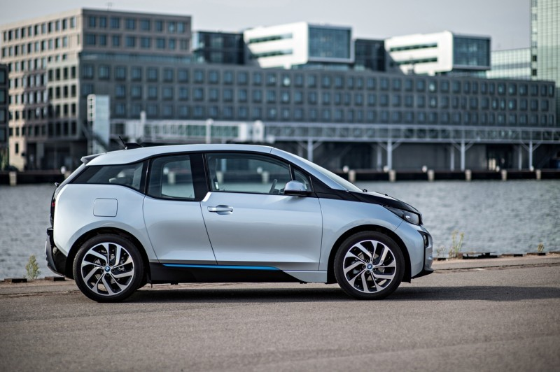 Car-Revs-Daily.com Mega Galleries - 2015 BMW i3 172