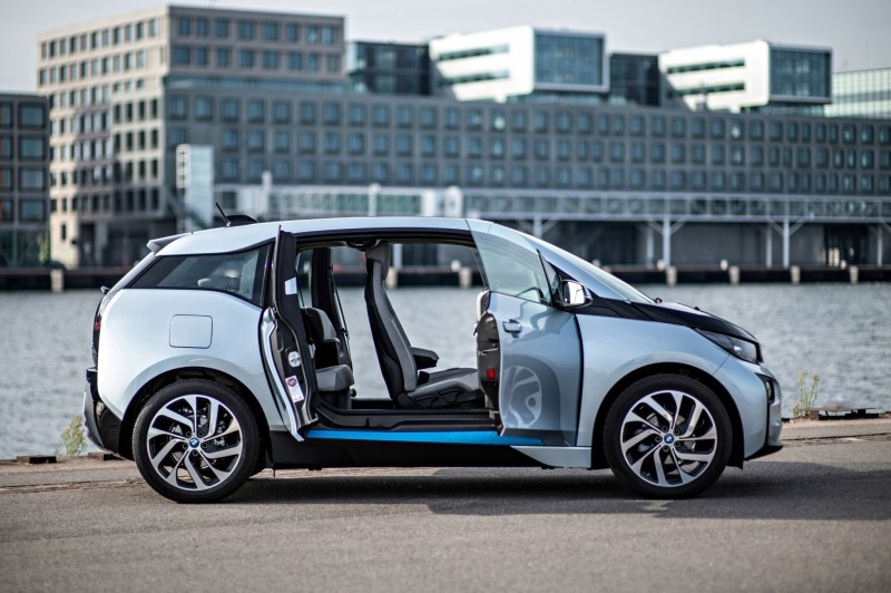 Car-Revs-Daily.com Mega Galleries - 2015 BMW i3 174