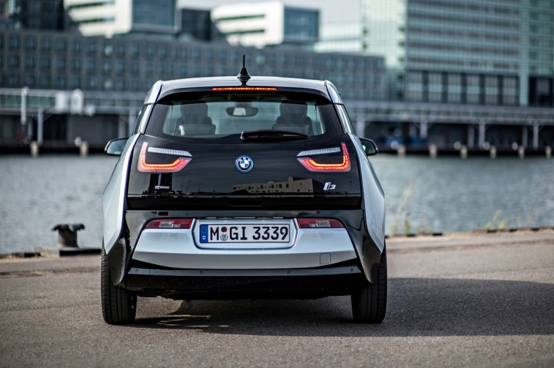 Car-Revs-Daily.com Mega Galleries - 2015 BMW i3 175