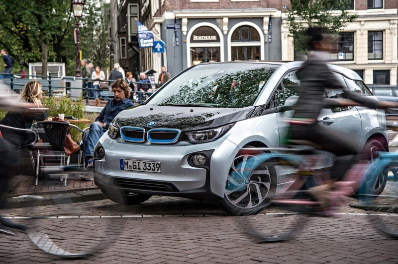Car-Revs-Daily.com Mega Galleries - 2015 BMW i3 177