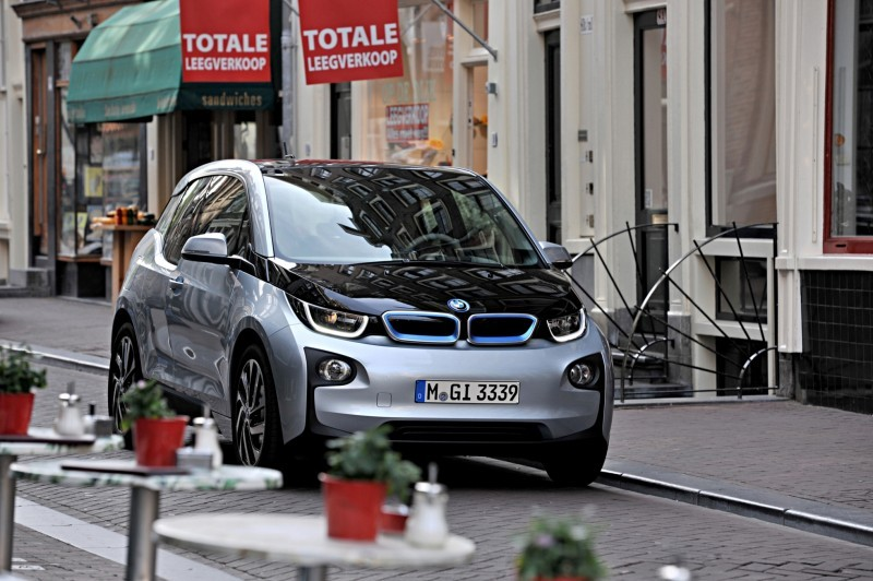 Car-Revs-Daily.com Mega Galleries - 2015 BMW i3 178