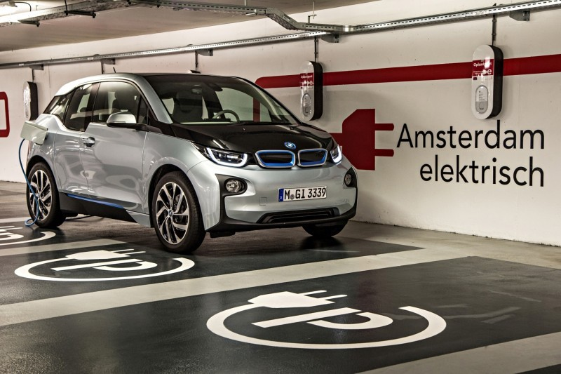 Car-Revs-Daily.com Mega Galleries - 2015 BMW i3 199