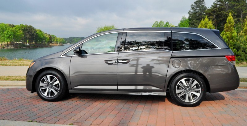 Car-Revs-Daily.com Road Test Review - 2014 Honda Odyssey Touring Elite 11