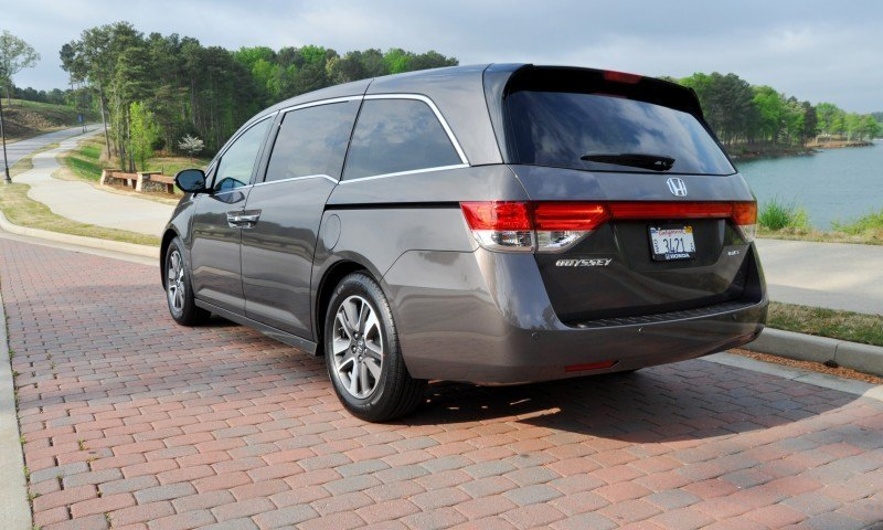 Car-Revs-Daily.com Road Test Review - 2014 Honda Odyssey Touring Elite 9