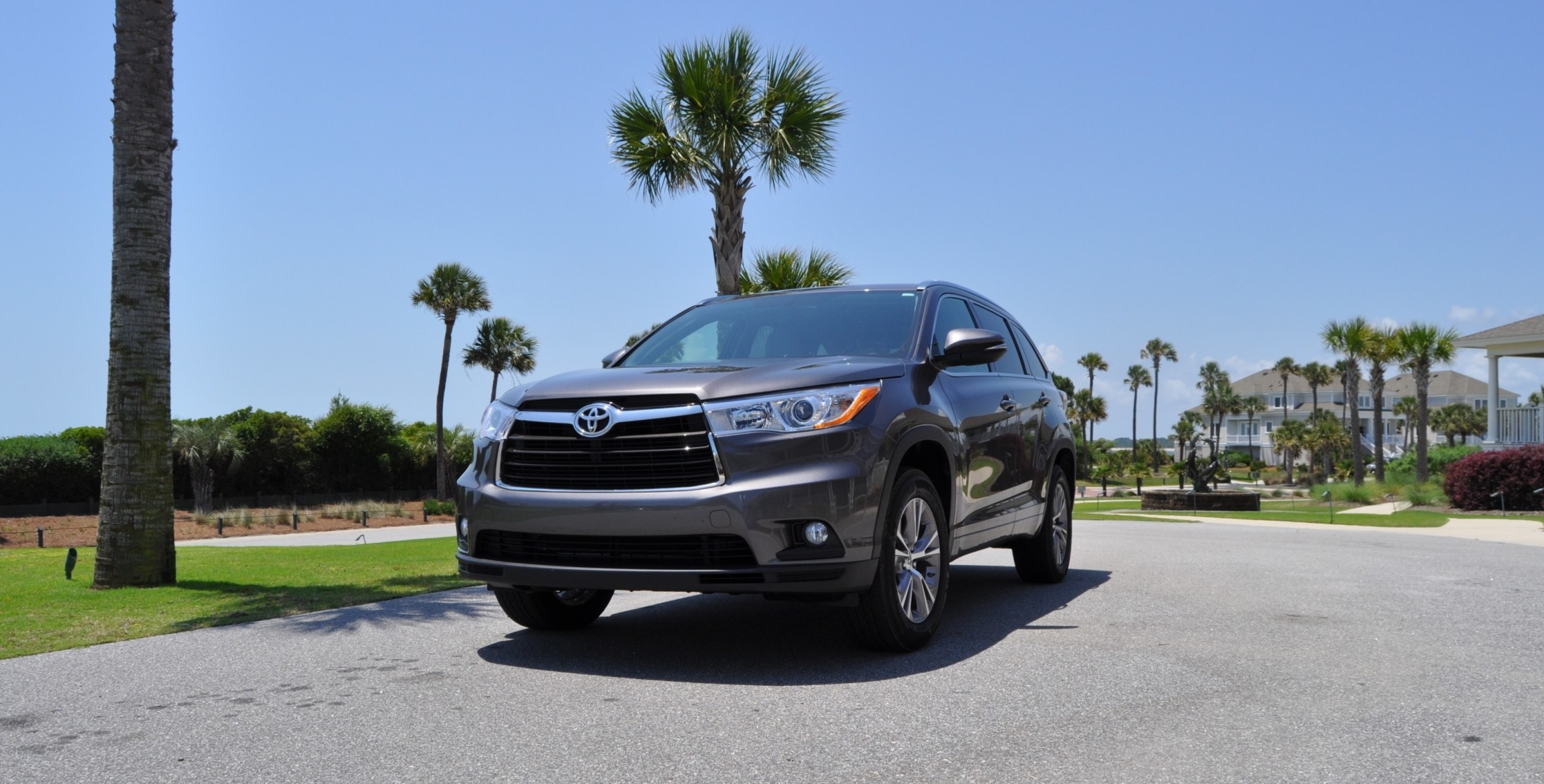 Car-Revs-Daily.com Road Test Review - 2014 Toyota Highlander XLE V6 75