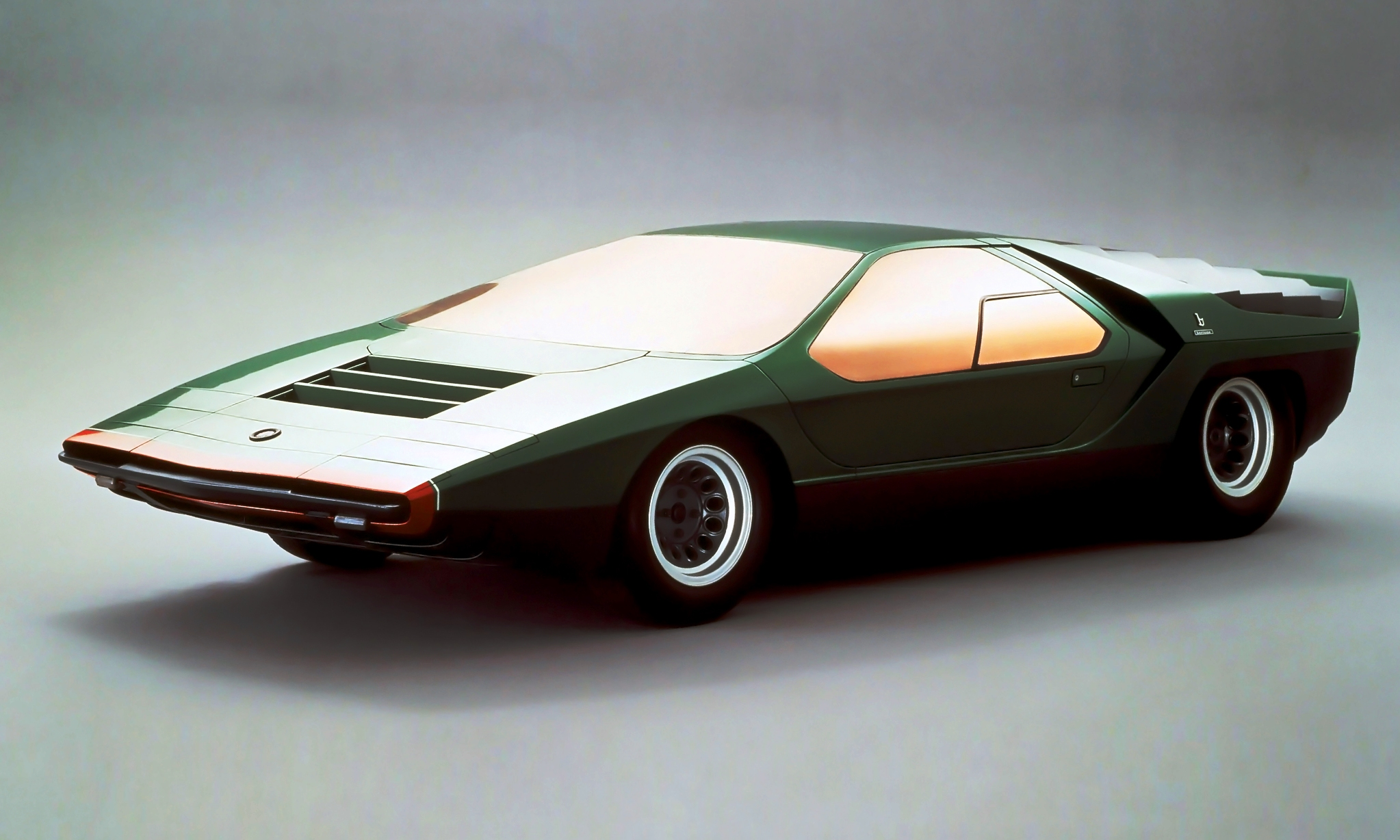 concept flashback 1968 alfa romeo carabo by bertone. Black Bedroom Furniture Sets. Home Design Ideas
