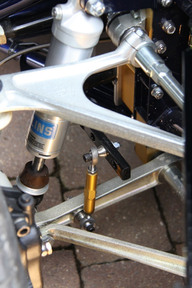 Eagle suspension detail