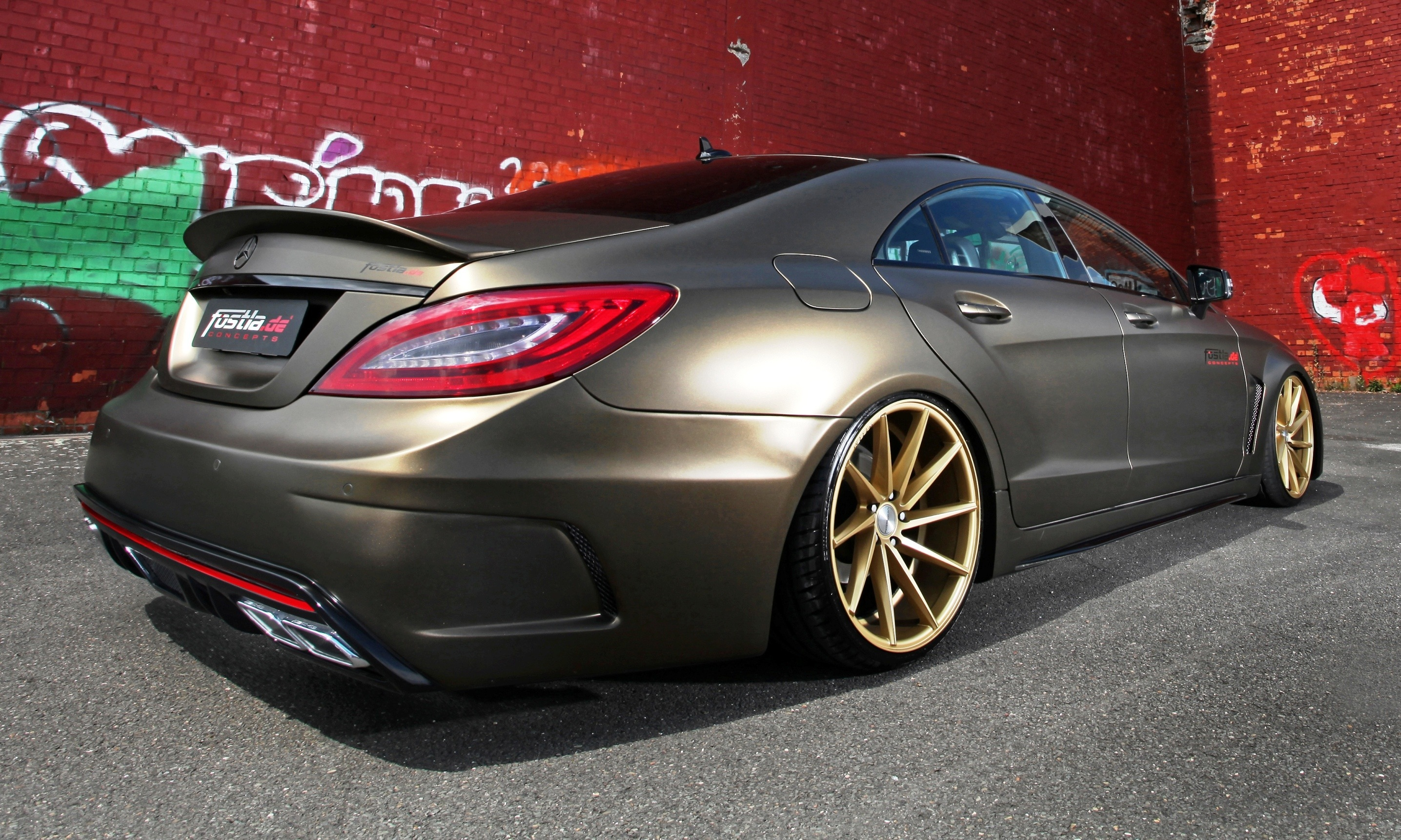 Foliation designs a wild mercedes benz cls in for Matte mercedes benz