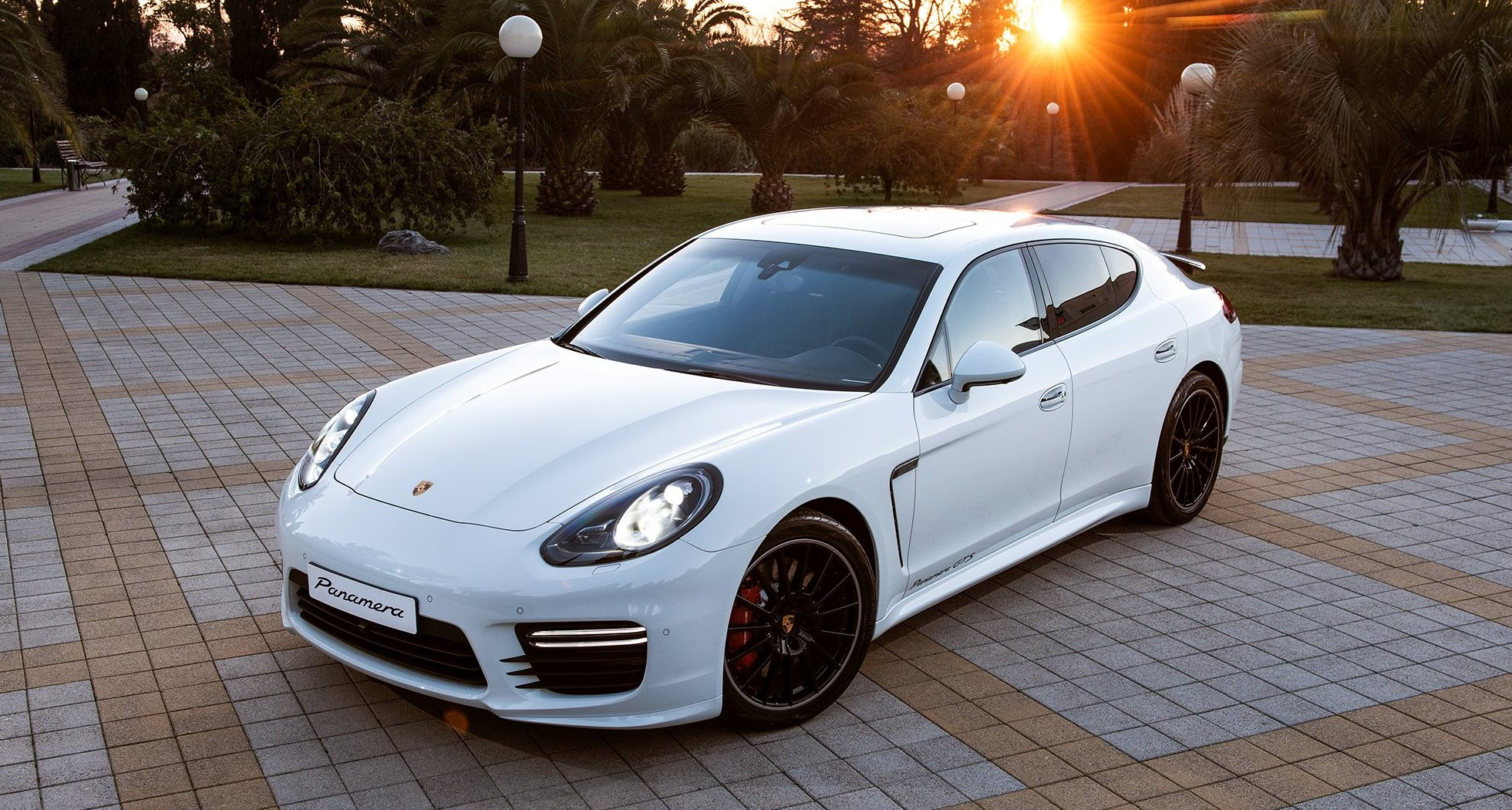 maria sharapova rocking gorgeous white 2014 porsche panamera gts. Black Bedroom Furniture Sets. Home Design Ideas