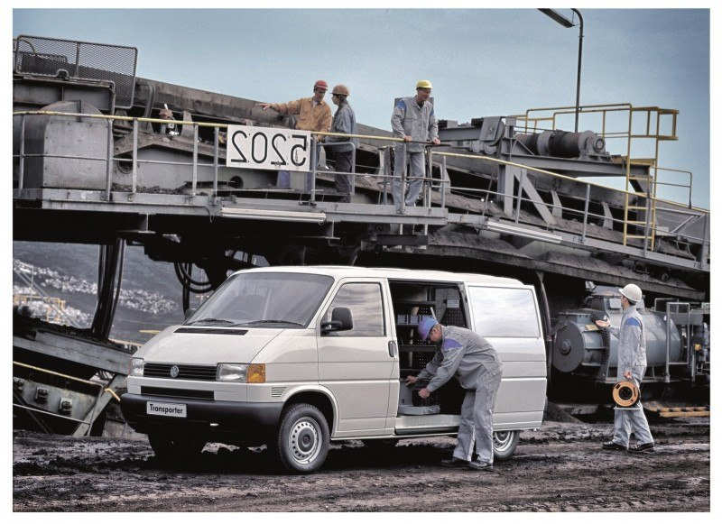 Happy B-Day to the Volkswagen Minibus and Transporter! Work Van Legend Turns 60 in UK This Year 17