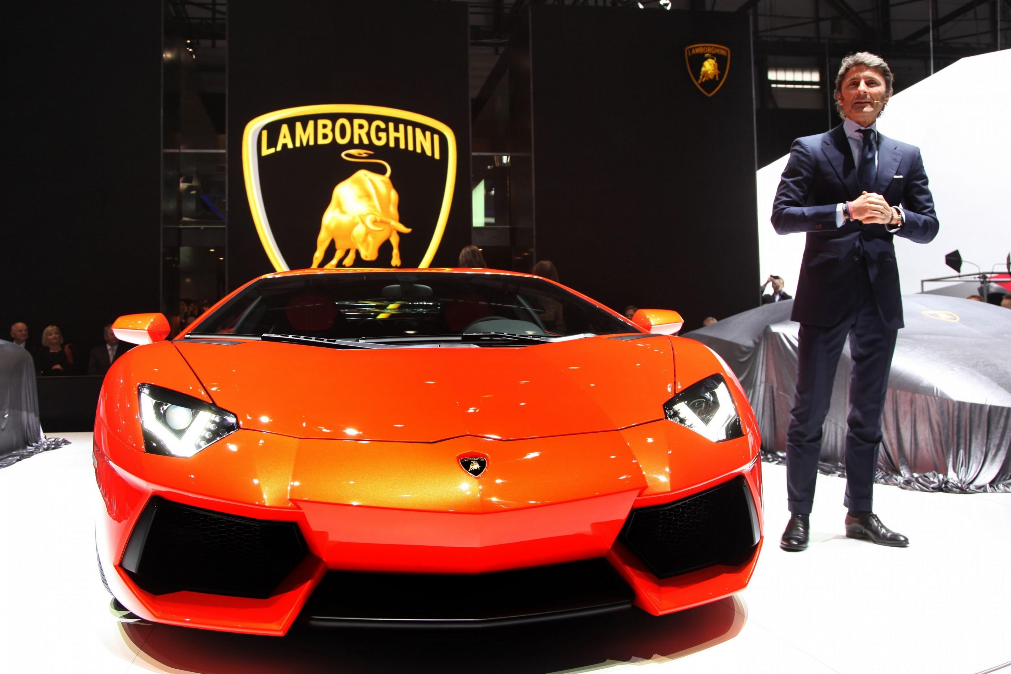 2015 Lamborghini Aventador Shines Hypercar Halo For