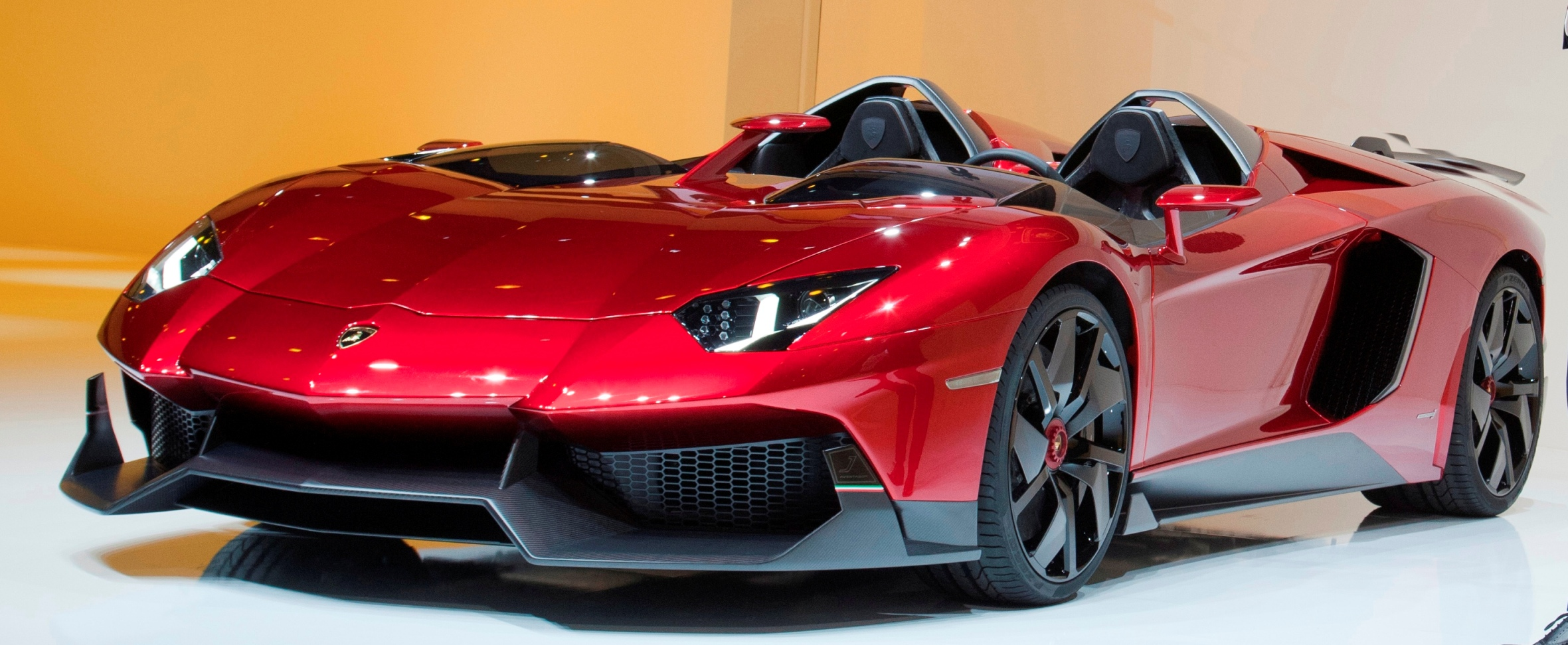hypercar showcase 2014 lamborghini aventador trumped only by aventador j and aventador roadster. Black Bedroom Furniture Sets. Home Design Ideas
