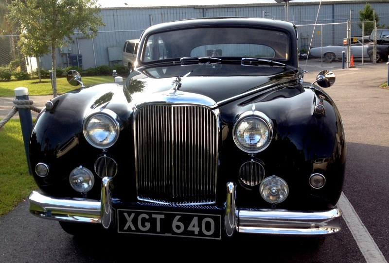 Iconic Classic - 1959 JAGUAR Mark IX Is Blue-Blood Royalty With Most Divine Cabin of the 1950s 3