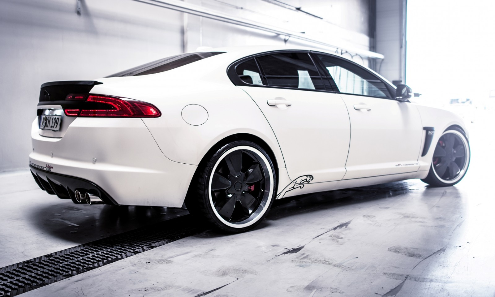 JAGUAR XF by 2M Designs Shows How To Personalize a Jag With Class 14