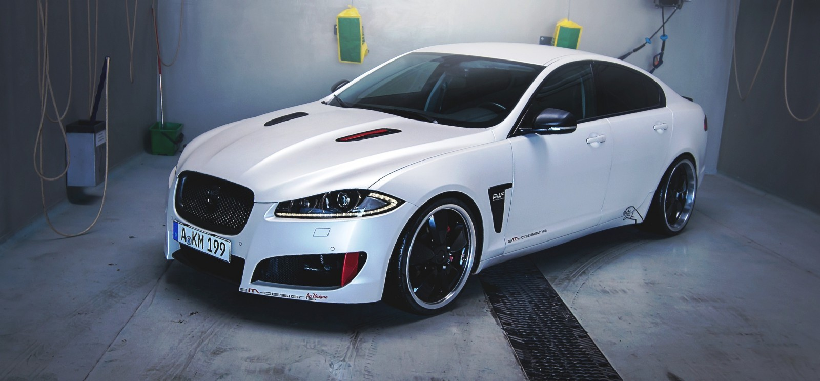 JAGUAR XF by 2M Designs Shows How To Personalize a Jag With Class 16