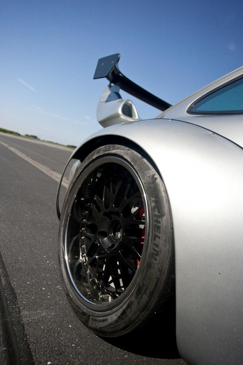 McChip-DKR Porsche 993 GT2 Mc600 11