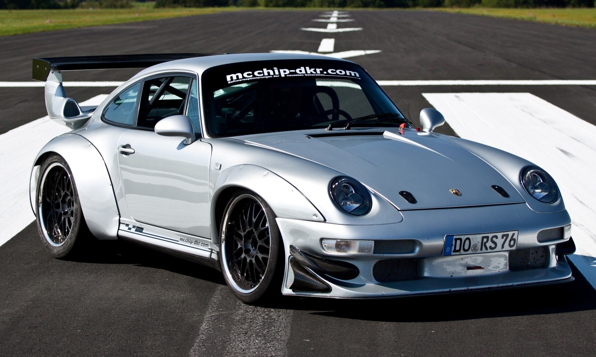 mcchip dkr porsche 993 gt2 mc600 widebody is rear drive. Black Bedroom Furniture Sets. Home Design Ideas