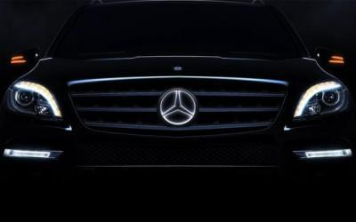 Mercedes ml illuminated star for Mercedes benz illuminated star