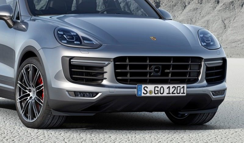 New_Porsche_Cayenne_Turbo_embargo_00_01_CEST_24_July_2014-crop