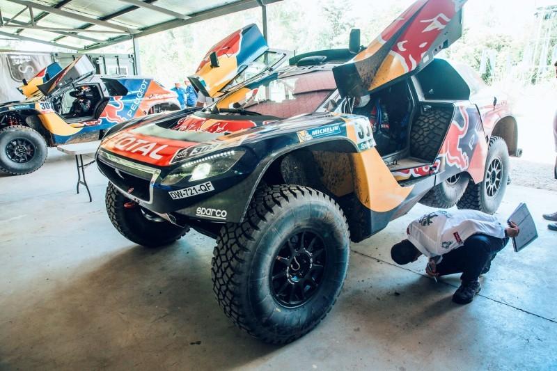 Rally Dakar 2016 Peugeot DKR16 Red Bull 9