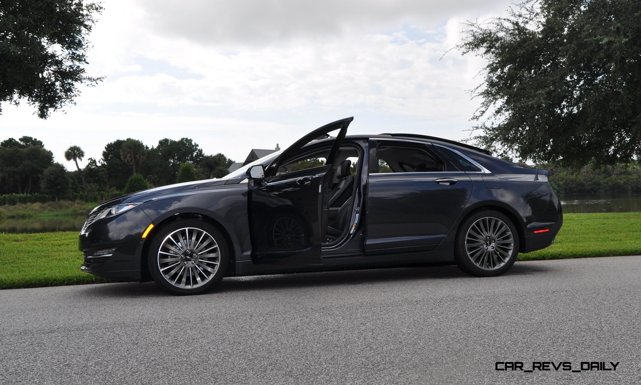 road test review 2014 lincoln mkz 3 7 awd is stylish sporty and futuristic. Black Bedroom Furniture Sets. Home Design Ideas